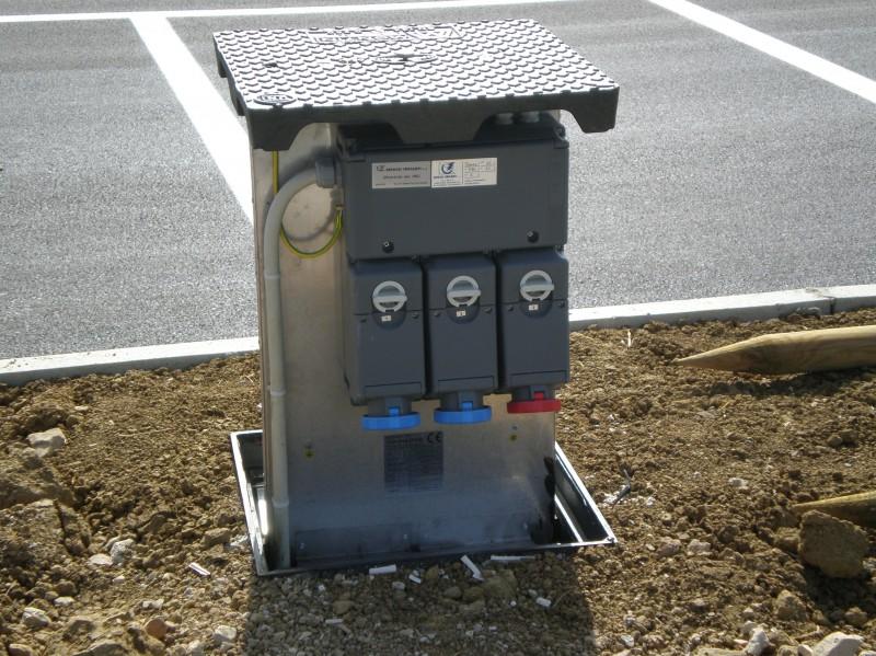 Torretta elettrificata con prese CEE a scomparsa - Soluzione studiata ...