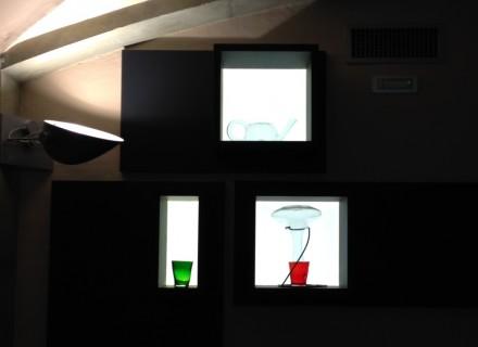 Particolare espositori luminosi con plexiglas ELIT e strip led