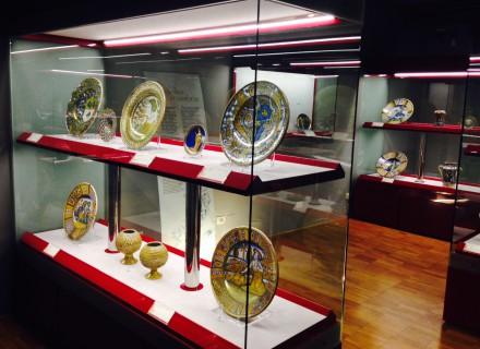 Sistema di illuminazione a LED per teche esposizione ceramiche