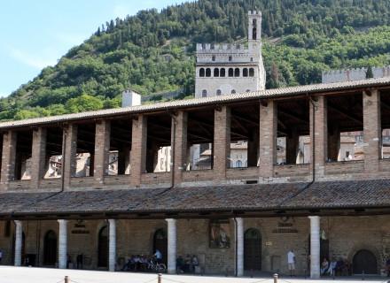 Le Logge dei Tiratori della Lana - Piazza 40 Martiri - Gubbio